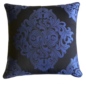 viyet-gift-guide-versace-pillow