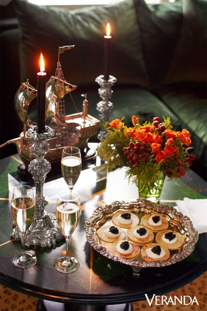 viyet-gold-and-silver-new-year-side-table
