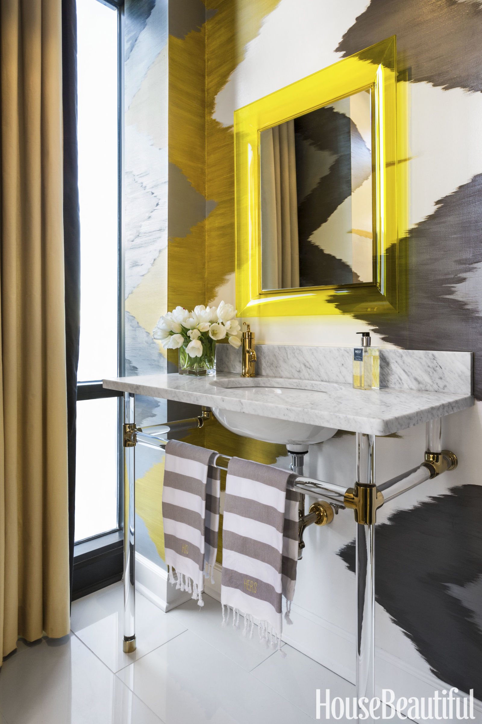 8 fabulous powder rooms that will inspire a makeover v i for Gorgeous powder rooms