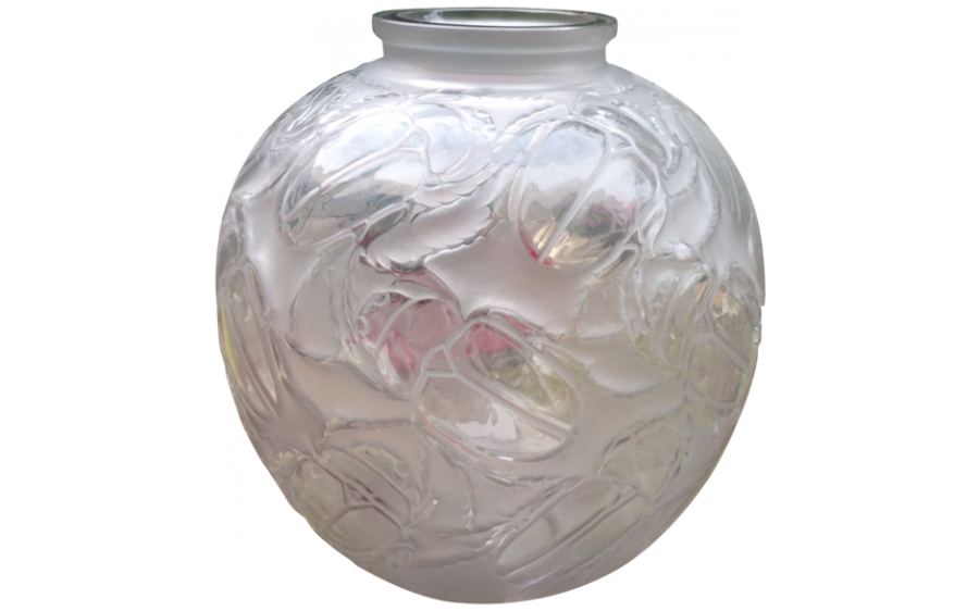 10 glamorous art deco pieces that add drama to an interior for Idee deco grand vase transparent